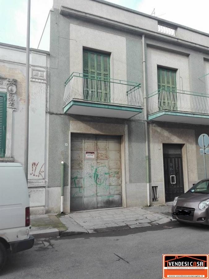Ufficio / Studio in affitto a Acquaviva delle Fonti, 1 locali, Trattative riservate | CambioCasa.it