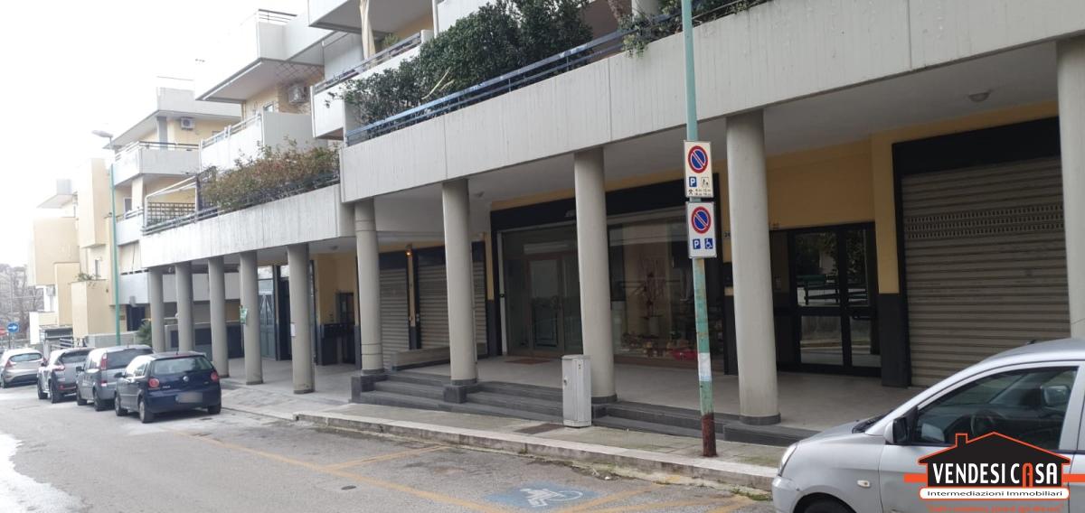 Negozio / Locale in vendita a Adelfia, 1 locali, prezzo € 145.000 | CambioCasa.it